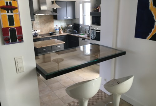table de salon original et design fabriqué et posé par l'entreprise création atlantique ouest