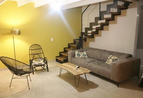escalier pièce salon