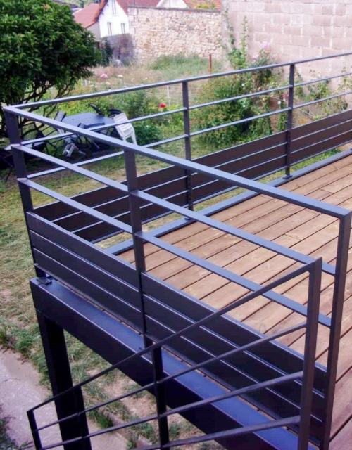 terrasse métallique moderne